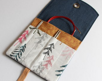 Interchangeable Knitting Needle Case.