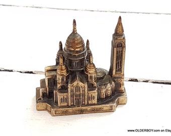 vtg Paris LE SACRE COEUR Basilica of the Sacred Heart of Paris figure vintage Roman Catholic church model little souvenir Paris gift I06/496