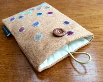 Kindle paperwhite sleeve, kindle voyage, Fire 6 HD, Nook, Kobo cover case, bubble spots, British tweed