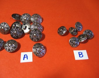 Flowered silvertone, metal buttons, vintage, swing, supplies, 2 sizes (Buttons 3 )