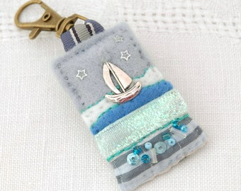 nautical bag charm, sailing boat purse charm, gifts for boat owners, nautical accessories for her, handmade decorated felt boat charm, UK