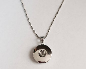 Snap Pendant with Coordinating Chain