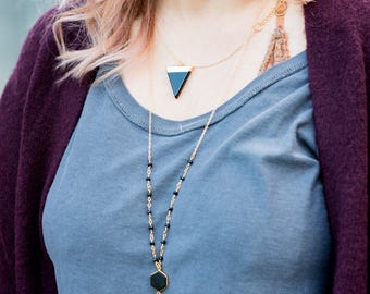 Triangle Pendant Necklace with Black Arrow and Gold. Black Stone Geometric Necklace. Jewerly Gift. Jewelry. Gift for Her.