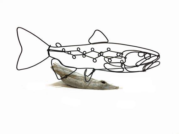 Braune Forelle Draht Skulptur Fisch Draht Kunst minimale