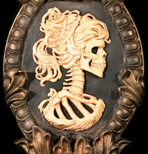 Gothic Victorian Skeleton Cameo Wall Hanging Set in Gold