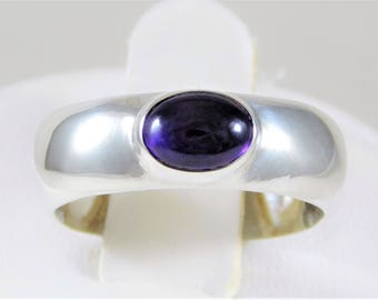 Vintage Sterling Silver Ring with an Amethyst Cabachon