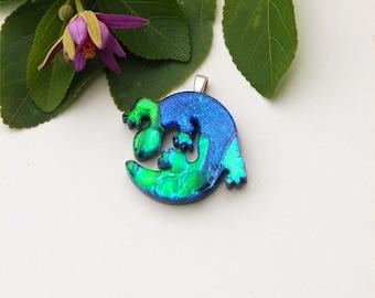 Fused dichroic glass pendant, lizard, green blue