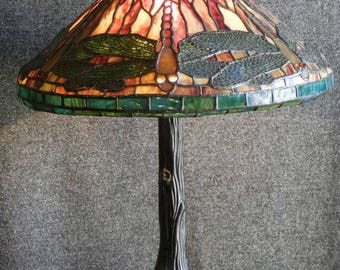 Tiffany Style Dragonfly Table Lamp.
