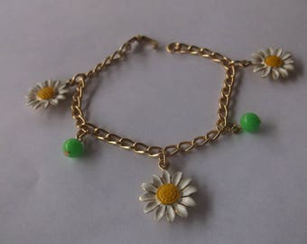 Vintage 60's Mod Daisy sweet flower bracelet full of spring daisies and Green Beads, for a Tiny Wrist