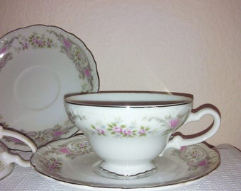 Style House Pompadour Set of 4 Tea Cups and Saucers