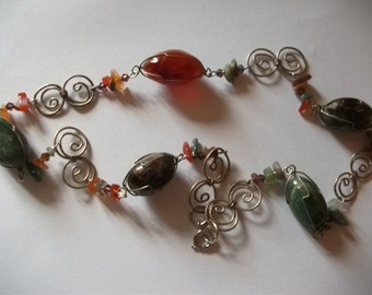 Vintage necklace with agate and amethyst stones
