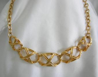 Gold Tone Linked Necklace — Unsigned — Vintage