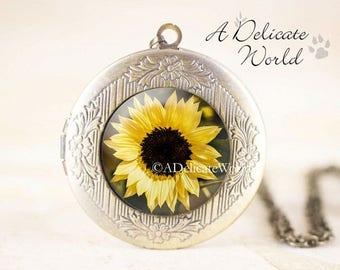 Yellow Sunflower Locket, Bronze Locket, Yellow Flower Necklace, Sunflower Gifts, Flower Locket, Garden Gifts, Garden Necklace, Sun Flower