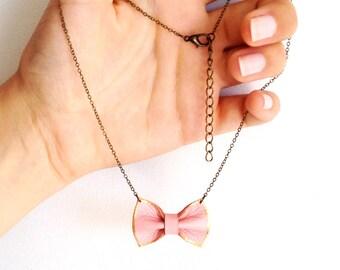 Collier PAULETTE   petit nœud en cuir rose pâle et doré