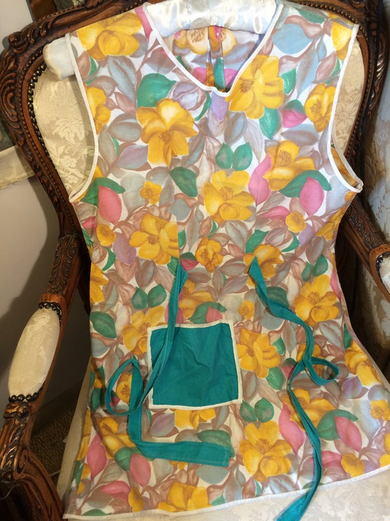 Genuine 50's belted apron. Good condition. 40 bust