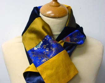 Neck-scarf in yellow and blue patchwork fabric