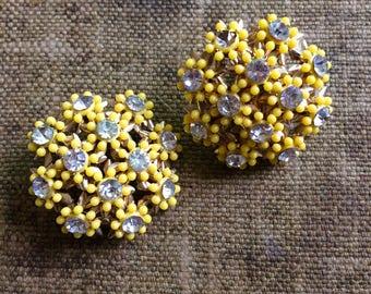 1950's Yellow Flower Clip On Earrings