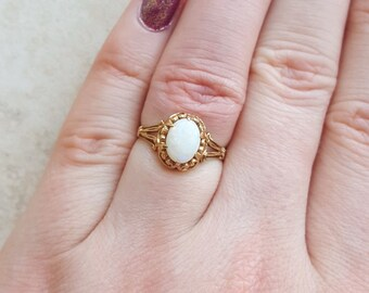 Vintage opal ring - engagement ring - promise ring  - antique ring - gold ring - opal ring - october birthstone - opal cabochon - vintage