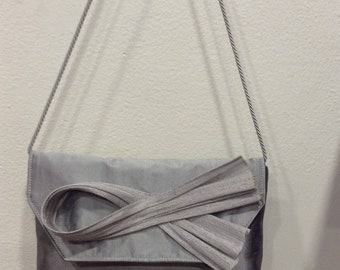 Gray silk and bow matching buntal gray pouch