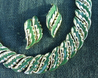 JEWELCRAFT by CORO - Vintage 1960s Goldtone Green Cold-Paint Enamel Necklace and Matching Clip-on Earrings