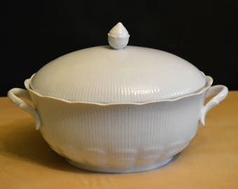 """Kaiser Romantica 10"""" White Serving Dish with Lid, Porcelain BV35 Covered Vegetable, Germany, what a beauty!"""