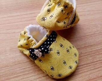 Baby Bee,Bee Baby shoes, Yellow Bee fabric,Summer theme baby,Baby shower gift