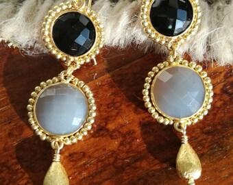 Onyx and Agatha Earrings Gold