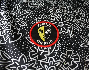 Vintage Alien Embroidered Path. Retro 90s Friend Or Foe Alien Head Patch. Super Cool X-Files Alien Conspiracy Gray Alien Face patch