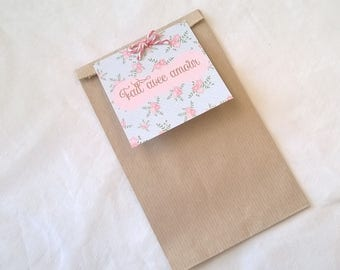 "Gift bag, pastel floral label ""made with love"""