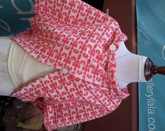 Reversible red and white cotton cape for summer resort wear