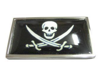 Thin Bordered Black Pirate Skull Magnet