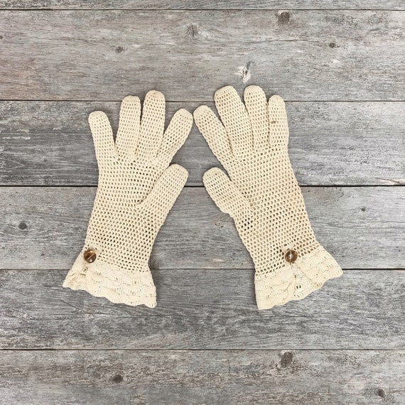 Vintage 60s Ivory Lace Netting Gloves / Knit Gloves / Wedding Gloves / Church Gloves - women's x-small