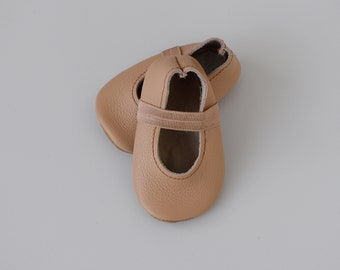ballet flats /soft soled leather shoes / baby moccasin moccs / nude