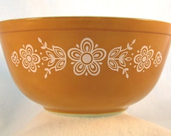 Vintage Pyrex Butterfly Gold Mixing Bowl, 403, 2.5L, 1972
