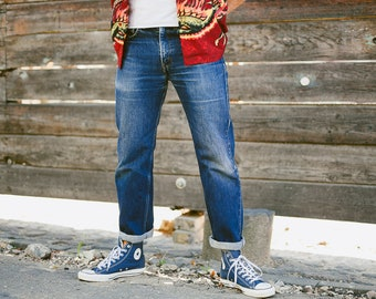 Mens Levis 751 Dark Wash Jeans . Vintage Pants Tapered Narowed Ends Distressed Faded Jeans Mid Rise Jeans . size W32 L30