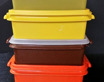Vintage tupperware 6 inch square bowls  with lids.
