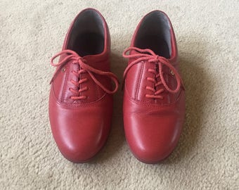 Easy Spirit shoes, red shoes, red lace up shoes, women's leather shoes, size 6, motion oxfords