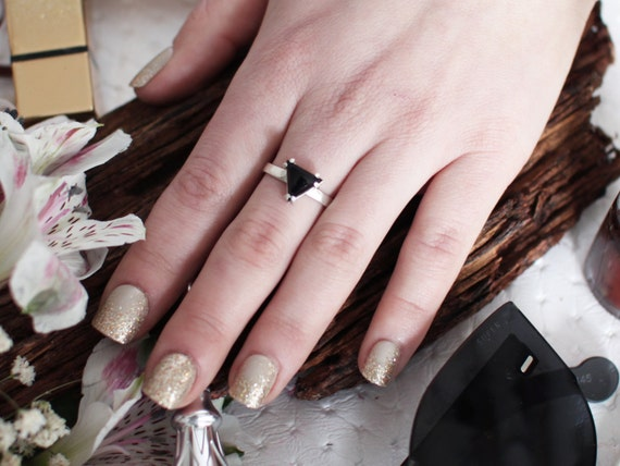 Triangle Hematite or Onyx Silver Ring, Equilateral, Pyramid Ring, Occult, Minimal, Resurrection Stone, Goth, Moon, Witch