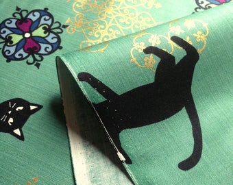 Japanese fabric, cat, green background, cotton 110 x 50 (213)