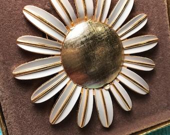 Vintage Avon PERFUME GLACÉ DAISY Pin