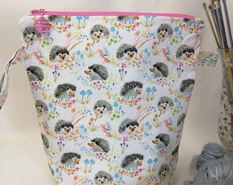 Tall Skinny Wide-Mouth Wedge with Organizer Pockets - Enchanted Forest Hedgies White