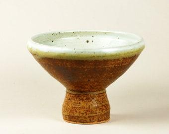 Pedestal serving bowl