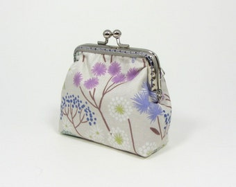 Coin purse in floral fabric,  handmade purse, metal clasp purse, frame change purse, small pouch, mothers day gift,  mini storage purse