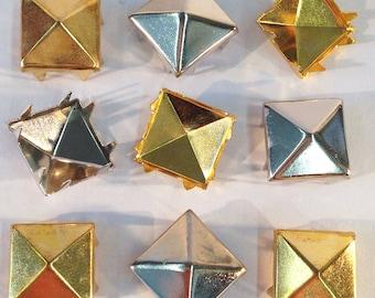 Or et d'argent aux tons pyramide Metal Studs, 8 broches, carré de 1/2 po (12mm). 200 / sachet. Vente en 2 lots de sacs (une médaille d'or, une d'argent).