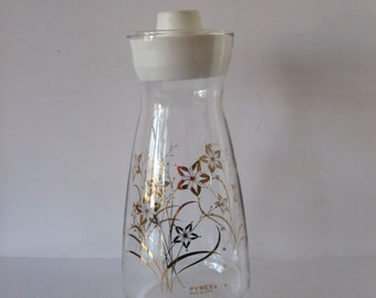 Vintage Pyrex glass carafe with gold star flowers, lid. Near perfect condition. Glass pitcher floral. 1960s mid century modern