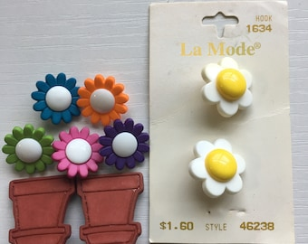 Vintage Plastic Realistic Novelty Sewing Buttons Daisy Colorful Flowers