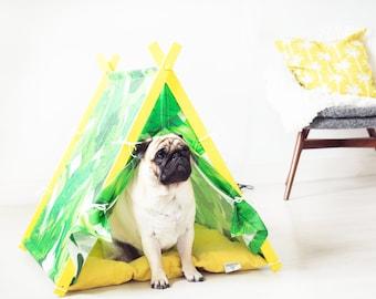 Dog teepee. Banana leaf dog bed - Botanical print