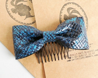Navy blue faux leather bow comb