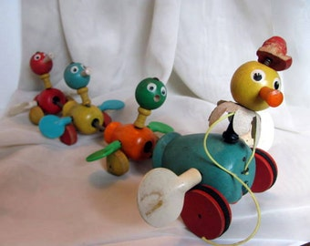 Fisher Price Wooden Duck Pull Toy - Mama Duck and Baby Ducks Flapping Wings