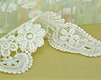 2 Venice Lace Appliqué Sash Trim Ivory for diy wedding garter bridal sewing notions lace patch scrapbooking quilting lace patch